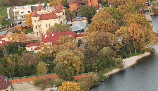 Юлію Тимошенко можуть виселити із маєтку у Козині: що відомо