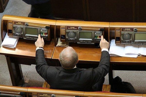 Штраф від 50 до 85 тисяч грн: Зеленський придумав покарання для кнопкодавів - today.ua
