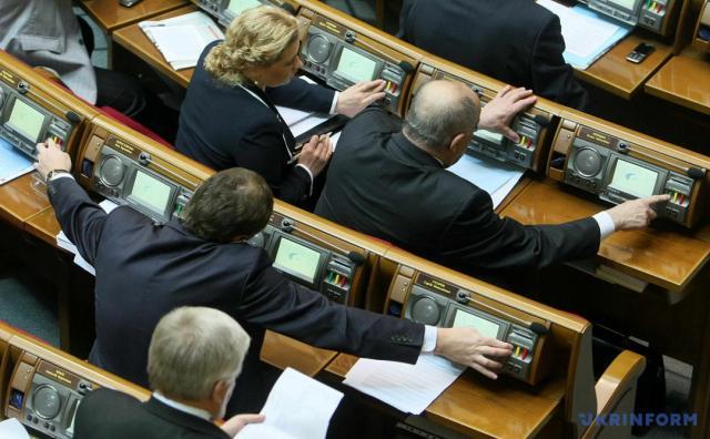 """Штрафи за ціною квартири: як """"Слуга народу"""" хоче карати депутатів за кнопкодавство  - today.ua"""