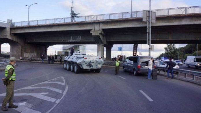 """&quotЗаради кохання"""": стала відома причина захоплення мосту Метро в Києві - today.ua"""
