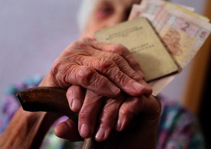 Пенсіонерів перевірять без їх відома: озвучено підступний план