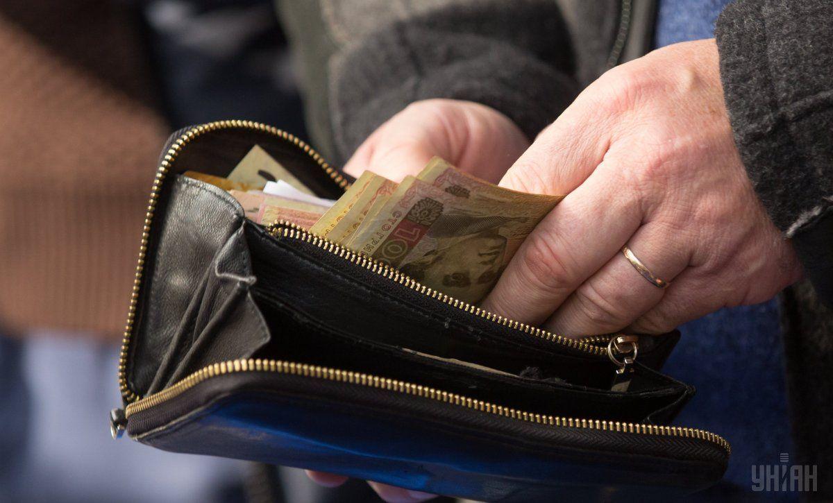 Украинцам пересчитают зарплаты: кто получит надбавки - today.ua