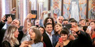 """""""Подарували шанс на щасливе майбутнє"""": Олена Зеленська зустрілась з українцями, які всиновили дітей - today.ua"""