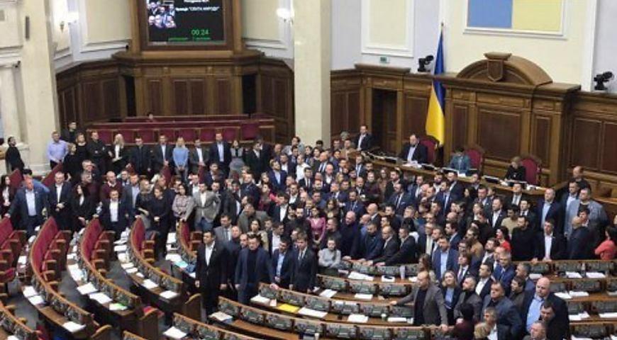 """Гучний скандал у Верховній Раді: """"Слуга народу"""" і """"ЄС"""" звинувачують один одного у держзраді  - today.ua"""