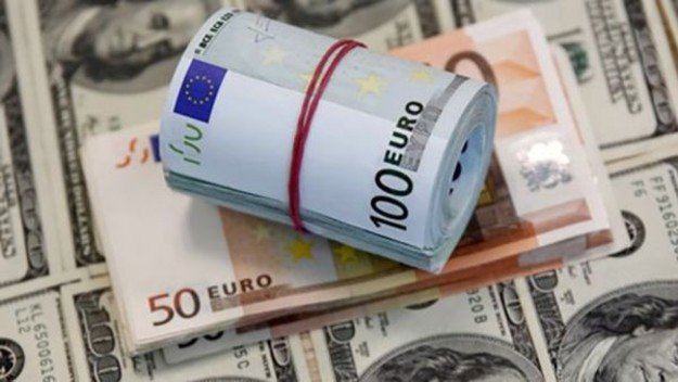 Долар та євро дорожчають: українцям озвучили прогноз на найближчий рік - today.ua