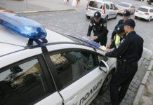 В каких случаях полицейский может осматривать содержимое салона и багажника автомобиля - today.ua