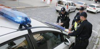 """В каких случаях полицейский может осматривать содержимое салона и багажника автомобиля"""" - today.ua"""