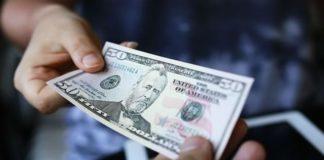 Гривня продовжить падати: експерт прогнозує долар по 25 грн - today.ua