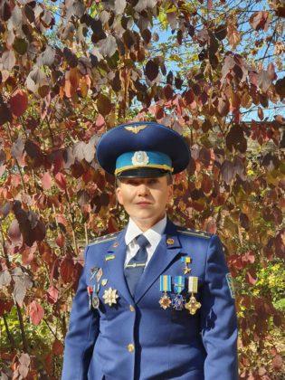 """""""Жінка-воїн"""": Савченко змінила сукню на військовий мундир"""