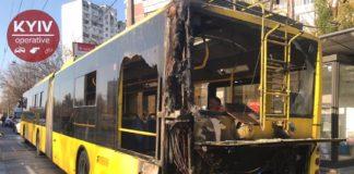 В Киеве на ходу загорелся троллейбус с пассажирами (фото, видео) - today.ua