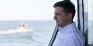 """""""Я же не лох"""": в Мариуполе Зеленского встретили с зелеными баннерами и розовым гробом - today.ua"""