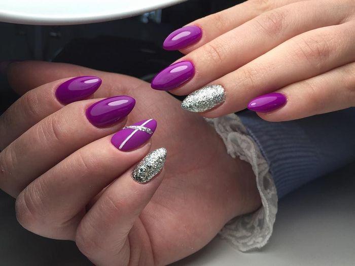 Фіолетовий колір у тренді: найкреативніші ідеї новорічного манікюру