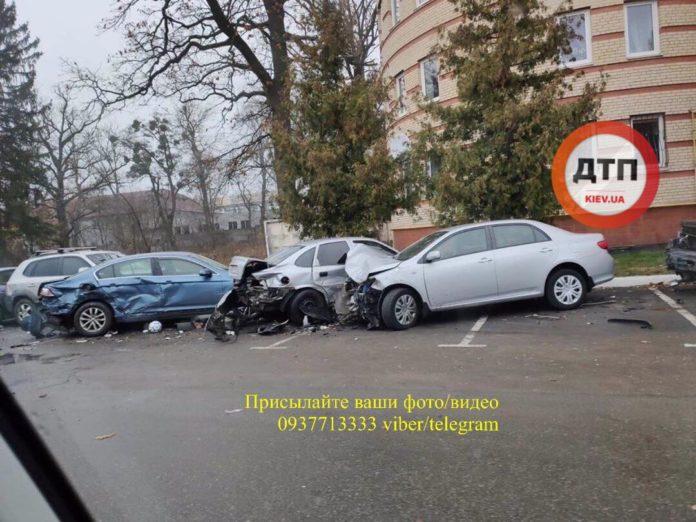 ДТП под Киевом: пьяная девушка на джипе разбила шесть авто - today.ua