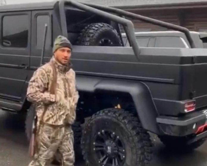 Василь Ломаченко похвалився шестиколісним Mercedes-Benz: опубліковано відео - today.ua