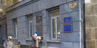 В Одессе снесли барельеф украинофоба Жукова: появились фото и видео - today.ua