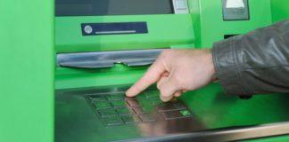 ПриватБанк звинуватили в шахрайстві: як банк наживається на комісії клієнтів - today.ua