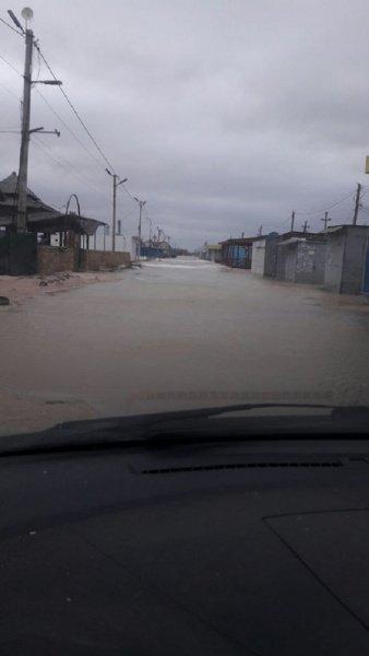 Популярний український курорт пішов під воду: з'явились фото