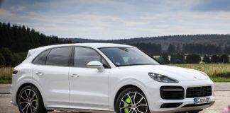 В Киеве пьяная девушка за рулем Porsche протаранила 5 автомобилей на парковке супермаркета - today.ua