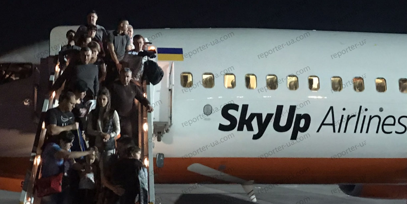 SkyUp задерживает авиарейсы: самолет с украинскими туристами загорелся в Египте
