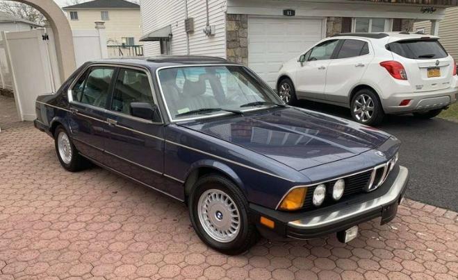 Розкішний BMW 7 серії продають за ціною Логана - today.ua
