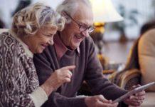 Пенсии в Украине будут назначать через мобильное приложение - today.ua
