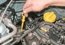 Можно ли заводить мотор автомобиля, если уровень масла ниже минимального - today.ua