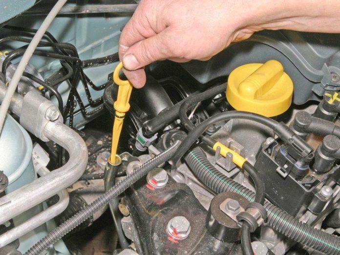 Чи можна заводити мотор автомобіля, якщо рівень масла нижче мінімального - today.ua