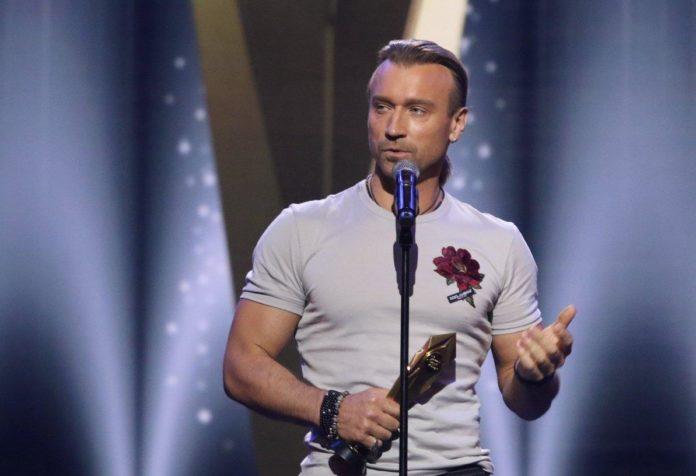 """&quotЗапеченная утка и тыквенная каша"""": Винник рассказал о неожиданных подарках от фанаток - today.ua"""