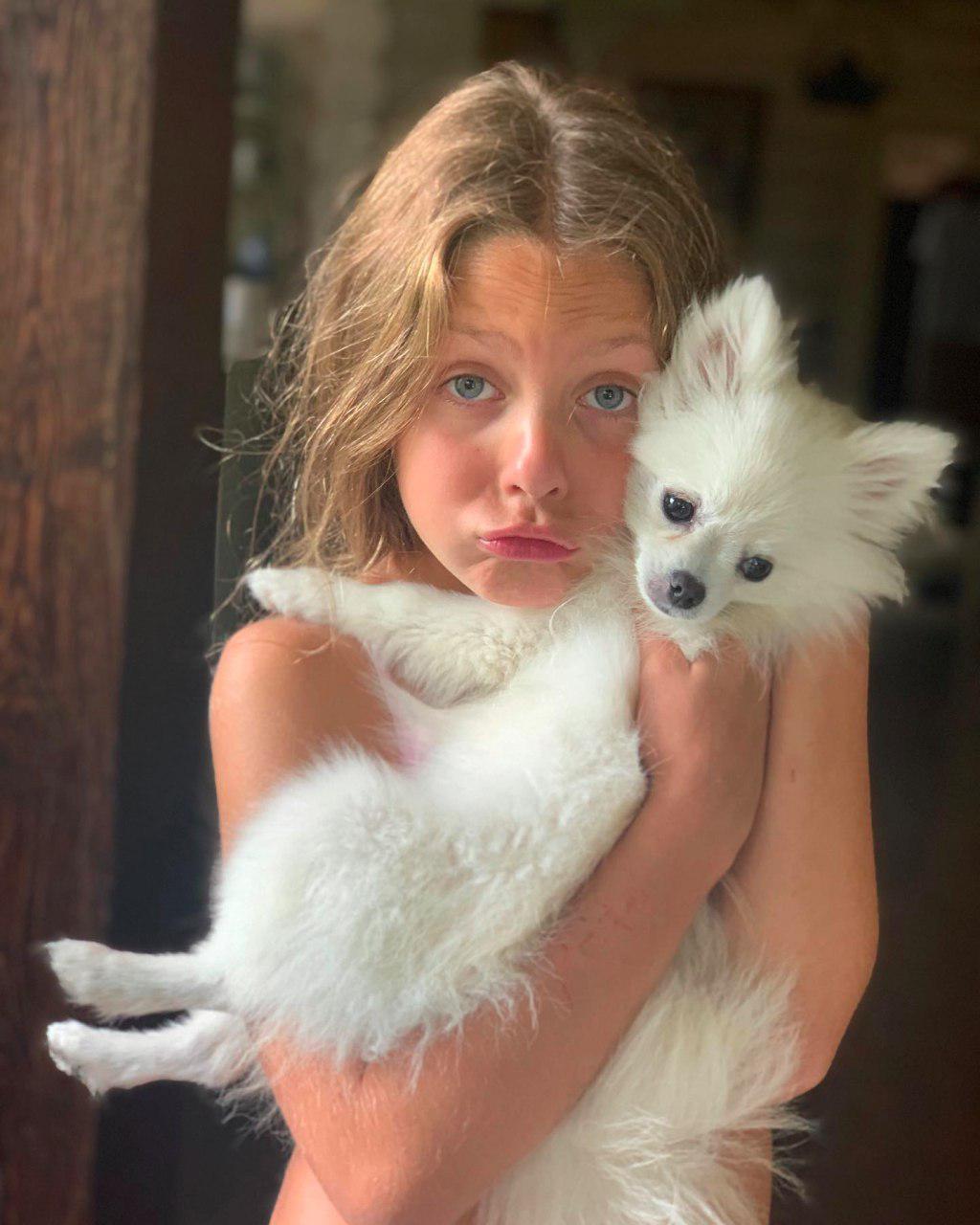 Везде гадит: Оля Полякова пожаловалась на подарок младшей дочери, лучше бы захотела последний iPhone
