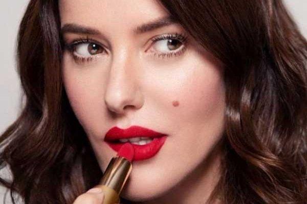 Новорічний макіяж 2020: у тренді стрілки, блискітки і червона помада