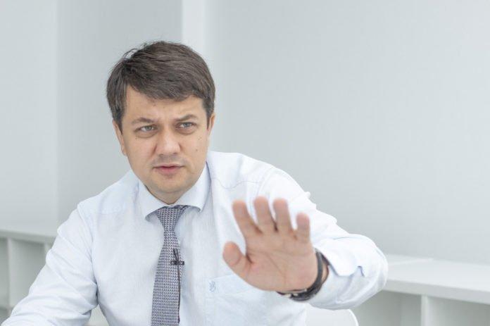 Українці розкритикували ініціативу Разумкова щодо підвищення зарплат нардепам: в соцмережах назрів скандал - today.ua