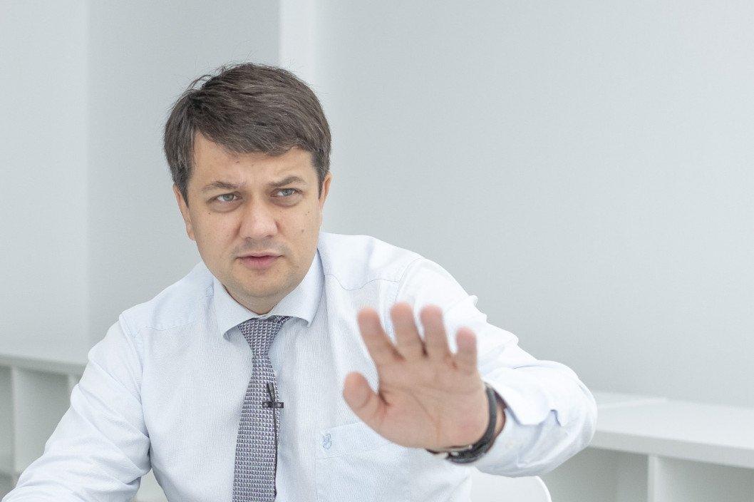 Украинцы раскритиковали инициативу Разумкова о повышении зарплат нардепам: в соцсетях назрел скандал - today.ua
