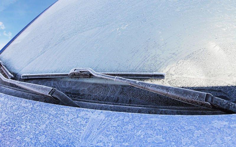 Что делают опытные водители, если выпал первый снег и появился гололед