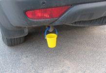 Навіщо автомобілісти вішають відерце під бампер - today.ua
