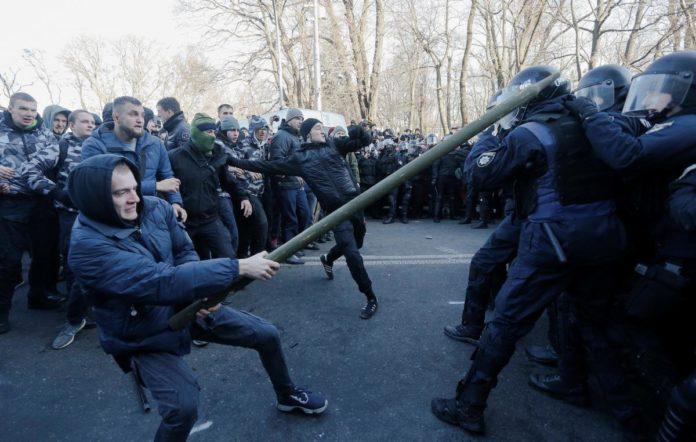 """&quotОпір старих еліт"""": Зеленський відреагував на протести під Радою через відкриття ринку землі - today.ua"""