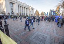 Понад три десятка постраждалих: відомі подробиці щодо вчорашніх сутичок під Радою - today.ua