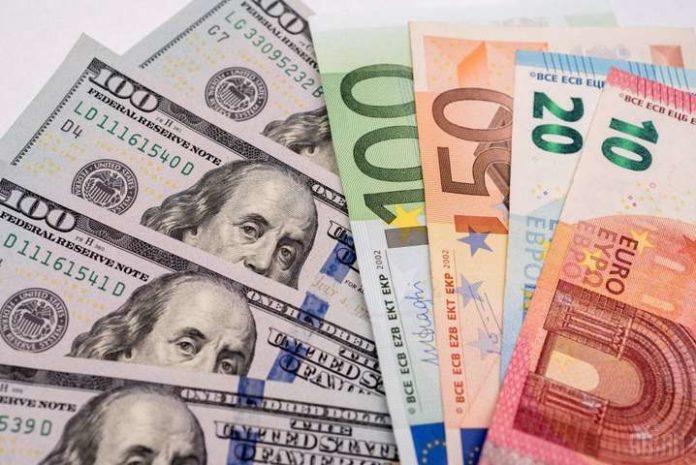 Курс доллара продолжает падать: валюта подешевела сразу на 15 копеек - today.ua