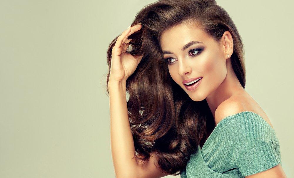 Новорічна укладка для волосся 2020: варіанти зачісок на різну довжину