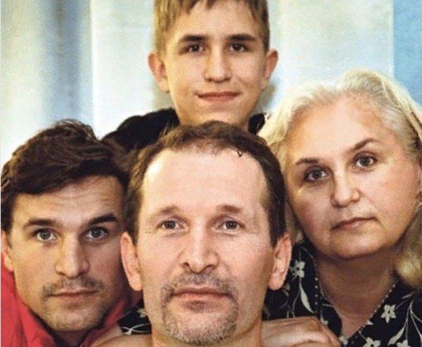 """Редкое семейное фото в молодости звезды сериала """"Сваты"""" просто взорвало Интернет"""