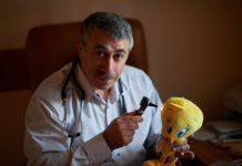 """""""Категорически неправильно и рисковано"""": Комаровский рассказал, почему детям нельзя давать таблетки - today.ua"""