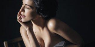 Даша Астафьева выставила сексуальное фото в одном боди и показала себе без макияжа - today.ua