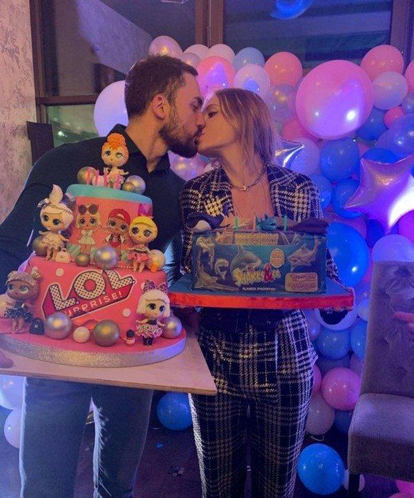 Снова вместе: Слава Каминская слилась в горячем поцелуе с бывшим мужем
