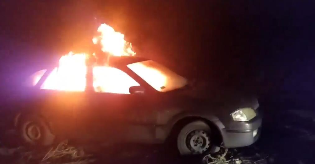 """""""Євробляхер"""" в знак протесту спалила свій автомобіль і звернулася до Зеленського (відео) - today.ua"""
