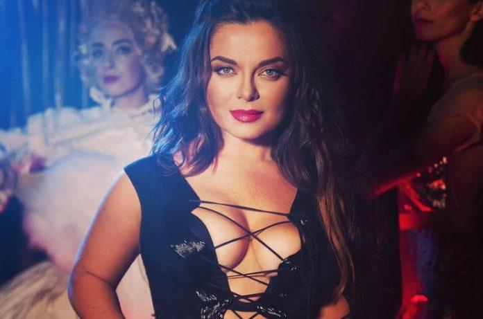 Наташа Корольова раптово залишилася без бюстгальтера: співачка оголилася на камеру - today.ua