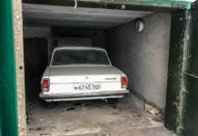 """Капсула часу: В гаражі знайшли """"Волгу"""" без пробігу і ящики горілки часів СРСР - today.ua"""