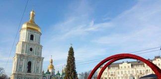 У центрі Києва зібрали головну ялинку країни (відео) - today.ua