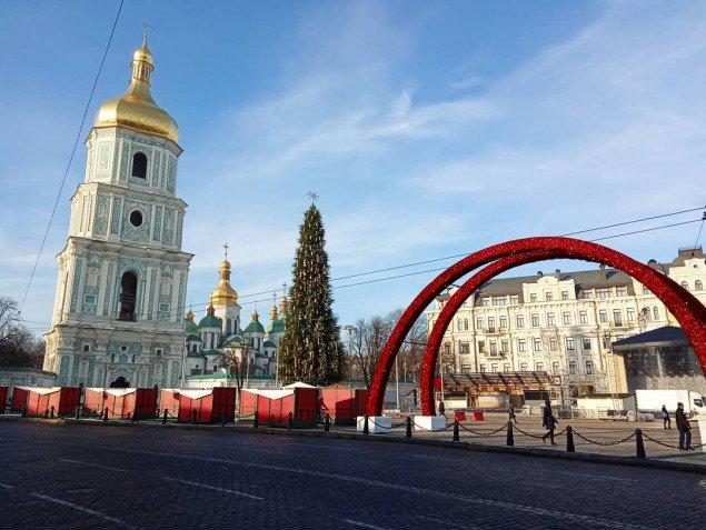 В центре Киева собрали главную елку страны (видео) - today.ua
