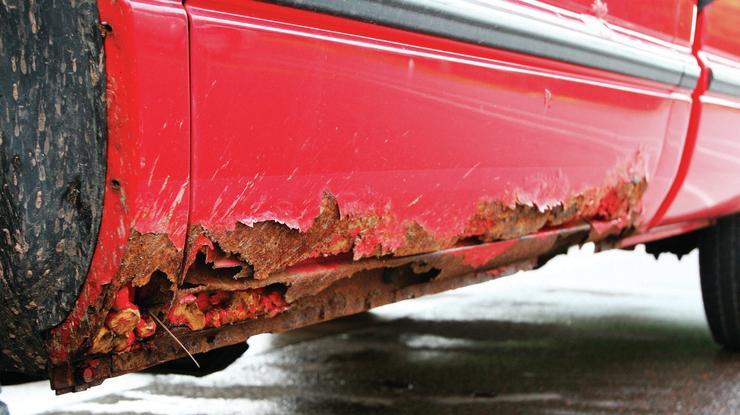 Чому не радять тримати взимку автомобіль в гаражі
