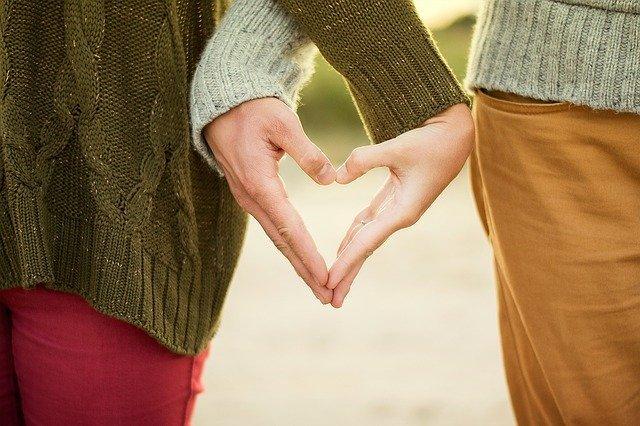 Пощастить у коханні: Павло Глоба назвав три знаки Зодіаку, які зустрінуть свою половинку в грудні