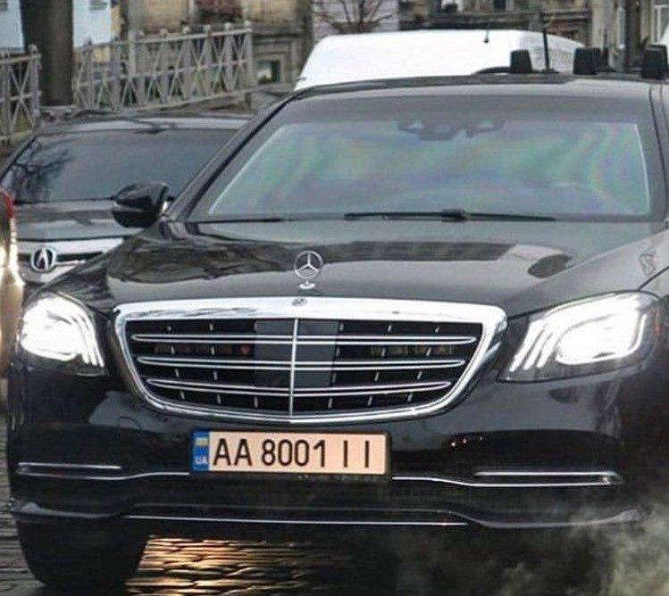 У мережі обговорюють нове авто в кортежі президента за півмільйона доларів (фото)